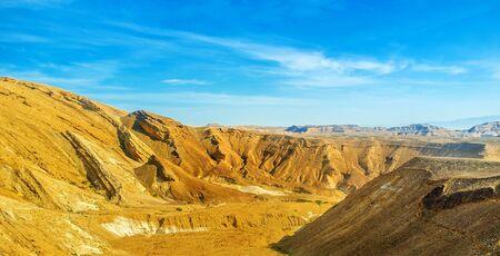 masiv: The bright yellow rocks of the Negev desert, Israel. Stock Photo