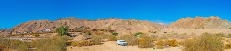 masiv: EILAT, ISRAEL - FEBRUARY 23, 2016: The hiking in Eilat mountains along the Texas ranch, on February 23 in Eilat.