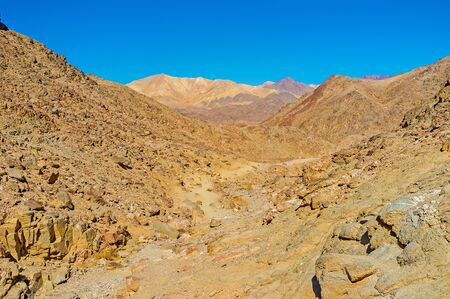 waterless: The mountains of Eilat boast the different colors - from light yellow to dark red, brown and black, Israel. Stock Photo
