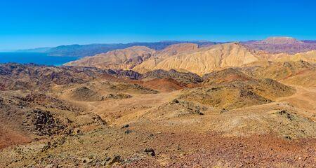masiv: The Israeli Zefahot Mount overlooks Aqaba Gulf, mountains of Jordan, Egypt and Saudi Arabia.