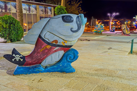 eye patch: EILAT, ISRAEL - FEBRUARY 23, 2016: The sculpture of the fish in pirate dress with the eye patch and Jolly Roger on the tale, on February 23 in Eilat. Editorial