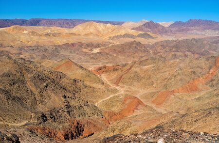 masiv: The travelers often choose one day tours to get acquainted with the Eilat mountains, adjacent to resort of Eilat, Israel.