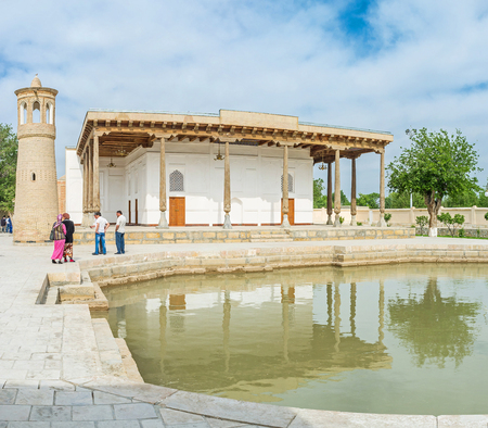 baha: BUKHARA, UZBEKISTAN - APRIL 29, 2015: The Khakim Kushbegi Mosque boasts its own pool, the medieval sign of wealth, that was used for the ritual ablutions, on April 29 in Bukhara.