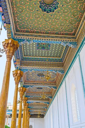 sufi: BUKHARA, UZBEKISTAN - APRIL 29, 2015: The row of arabic wooden screens, covered with colorful patterns and carvings in Sheikh Nakshbund Mausoleum, on April 29 in Bukhara.