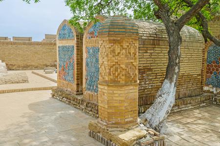tumbas: Las tumbas medieval de Khojas en Chor-Bakr Necrópolis, Bukhara, Uzbekistán. Foto de archivo
