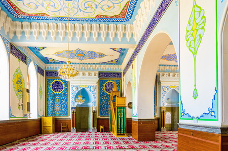 sunni: TBILISI, GEORGIA - MAY 28, 2016: The  smaller prayer hall of Jumah (Friday) Mosque, decorated with islamic patterns and arabic calligraphy, on May 28 in Tbilisi. Editorial