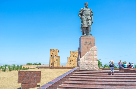 conqueror: SHAKHRISABZ, UZBEKISTAN - MAY 2, 2015: The monument to Amir Temur next to the ruins of Ak-Saray Palace, on May 2 in Shakhrisabz. Editorial