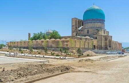 sufi: The Dorut Tilavat complex includes the Friday Mosque Kok Gumbaz, mausoleum of Sufi sheikh, Temurid tomb and Dorus-Tilavat madrasa, Shakhrisabz, Uzbekistan.