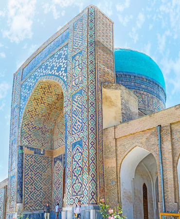 sufi: SHAKHRISABZ, UZBEKISTAN - MAY 2, 2015: The gate of the Kok Gumbaz (Blue Dome) Mosque decorated with the islamic patterns of the colorful glazed tile, on May 2 in Shakhrisabz. Stock Photo