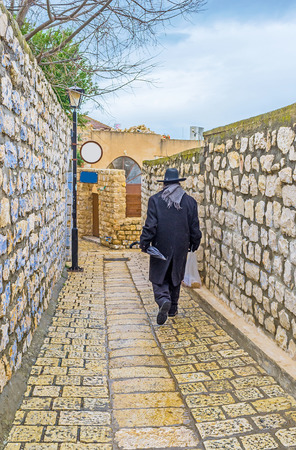hasid: The old town consists of narrow streets, tiny backstreets, staircases, hilly roads and stone walls, Safed, Israel.