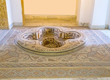 チュニス, チュニジア - 2015 年 9 月 2 日:、ビザンチン時代から Demna、礼拝堂で飾られた部屋、初期キリスト教のバルドー博物館に専用の石造りのモザ