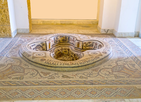 TUNIS, TUNISIA - SEPTEMBER 2, 2015: The Byzantine era Baptistery from Demna, decorated with the stone mosaics, in room, dedicated to Early Christianity of Bardo National Museum, on September 2 in Tunis. 新闻类图片