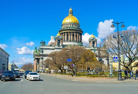 sobor: SAINT PETERSBURG, RUSSIA - APRIL 25, 2015: The golden domed St Isaacs Cathedral is one of the largest in the world, on April 25 in Saint Petersburg.