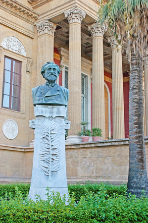 verdi: PALERMO, ITALY - OCTOBER 2, 2012: The  bust of Giuseppe Verdi in garden of Teatro Massimo - Opera and Ballet Theater, located on the square, named after this famous composer, on October 2 in Palermo. Editorial