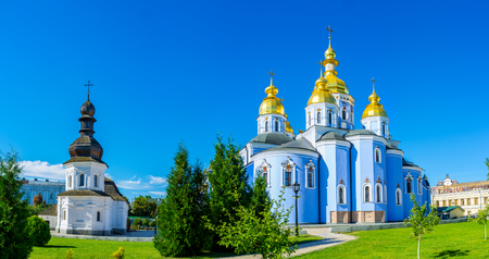 The medieval Refectory of St John the Divine and renovated Cathedral of St Michael's Golden-Domed Monastery located in Kiev city center, Ukraine. Stockfoto
