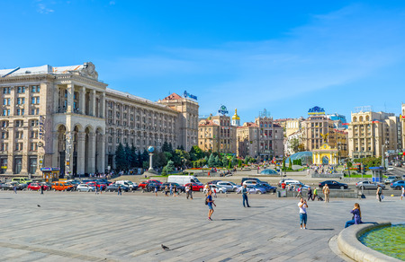 building monumental: KIEV, UKRAINE - SEPTEMBER 8, 2016: The monumental Soviet architectural complex of Maidan Nezalezhnosti (Independence Square) with the Main Post Office building, hotels and office complexes, on September 8 in Kiev.