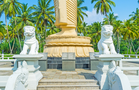 buddha sri lanka: The traditional sculptures of lions at the bridge to Peraliya Memorial Statue of Buddha, Sri Lanka. Stock Photo