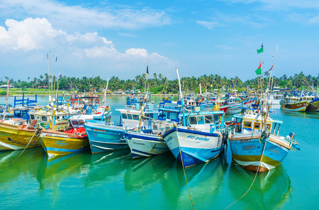 fischerei: MIRISSA, SRI LANKA - DECEMBER 3, 2016: The fisheries harbor od Mirissa is one of largest and most popular among the tourists at the South Coast, on December 3 in Mirissa. Editorial