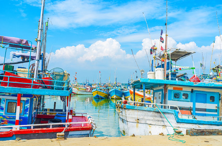 fischerei: The fisheries port of Mirissa is popular tourist landmark of the South Coast and perfect place to enjoy the seaside views, Sri Lanka. Lizenzfreie Bilder