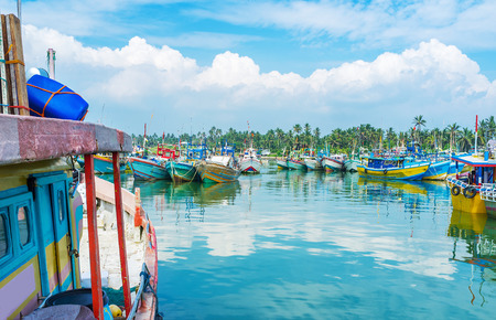 fischerei: The best way to discover various fishing boats is to visit large fisheries harbor in Mirissa, Sri Lanka. Lizenzfreie Bilder
