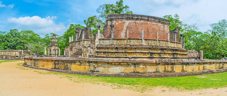 The Stupa House (Vatadage) with preserved round brick wall, carved stone collumns and sculptures of Naga-rajas and dwarfs at the entrance, Polonnaruwa, Sri Lanka. Stock Photo