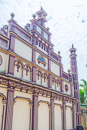 kandy: The side wall of scenic Mosque of Al Manar Islamic College in Handessa, Sri Lanka. Stock Photo