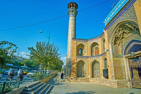 テヘラン, イラン - 2017 年 10 月 11 日: 背の高いミナレットと 10 月 11 日、テヘランでの古い建物のシャヒード Motahari (Sepahsalar) モスクを望むモスタフ