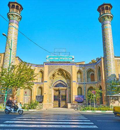 細長いミナレットと壁、10 月 11 日、テヘランで、アーチ型のニッチで覆われている中世のシャヒード Motahari (Sepahsalar) モスクのテヘラン, イラン - 201