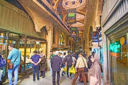 テヘラン, イラン - 2017 年 10 月 11 日: グランド バザール 』 は人気の場所で観光ショッピングと、人は、10 月 11 日、テヘラン ローカル貿易の伝統、
