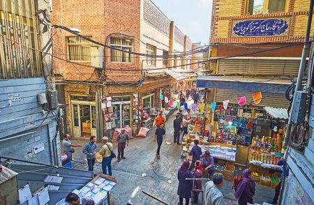 テヘラン, イラン - 2017 年 10 月 11 日: グランド バザールの混雑した交差点、訪れる文具や書店、テヘランで 10 月 11 日。 報道画像