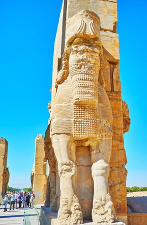 PERSEPOLIS, IRAN - OCTOBER 13, 2017: Assyrian style statue of Lamassu deity on the entrance to All Nations Gate (Xerxes Gate) in Persepolis archaeological site, on October 13 in Persepolis. Editoriali