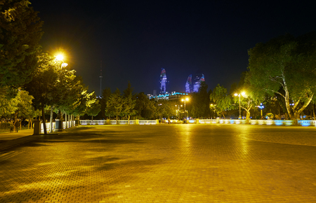 Huge open and clear area in Baku Boulevard is the best place to play in active games, ride on bicycles and skates, Azerbaijan Stok Fotoğraf