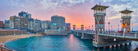 ALEXANDRIA, EGYPT - DECEMBER 17, 2017: Panorama of Stanley beach with a view on scenic bridge with towers during the sunset, on December 17 in Alexandria. Redactioneel