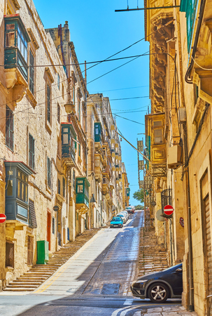The steep ascent in Old Mint street is lined with stairs, making the climb easier and safely of slippery, Valletta, Malta. 스톡 콘텐츠