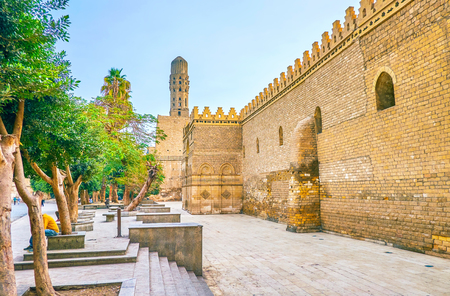 The huge medieval defensive walls of Mosque of al-Hakim, also known as al-Anwar, located in Islamic district of Cairo, Egypt Banco de Imagens
