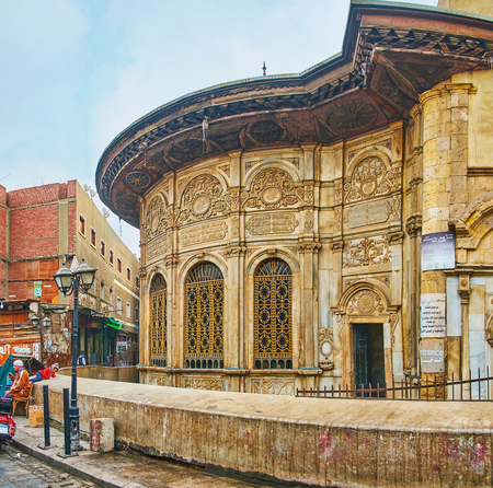 CAIRO, EGYPT - DECEMBER 21, 2017:  The scenic building of Sabil wa Kuttab of Tusun Pasha (Muhammad' Ali) nowadays serves as the tourist museum, located in Al-Muizz street, on December 21 in Cairo. 新聞圖片