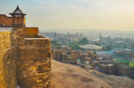 The rampart walk in Saladin Citadel with a view on city and sunset sky, Cairo, Egypt. Banque d'images