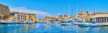 Explore the medieval landmarks of Birgu and Senglea, enjoy modern sail yachts from Vittoiosa marina, separating two fortified cities of Valletta Grand Harbour, Malta. Фото со стока