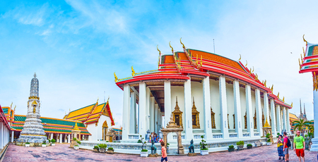 BANGKOK, THAILAND - APRIL 22, 2019: Panorama of the courtyard of main Phra Ubosot temple with  staged roof and colonnades on the sides of the walls, on April 22 in Bangkok Éditoriale