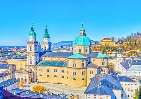 The Salzburger Dom (Cathedral) is one of the most notable landmarks of old town with double marble bell towers and large stone walls, Austria Standard-Bild