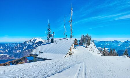 Panorama with wide groomed ski trails, running through the gentle slope of  Zwolferhorn, St Gilgen, Salzkammergut, Austria Banque d'images - 129371453