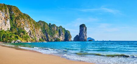 Panorama of the luxury sand Monkey beach, surrounded by tall rocky cliffs and lush tropical greenery, Ao Nang, Krabi, Thailand Imagens