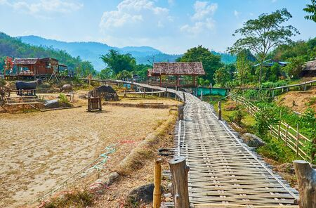Boon Ko Ku So bamboo bridge is popular tourist landmark in Pai suburb, stretching through the paddy fields and connecting the local farms, Thailand Zdjęcie Seryjne - 130155113