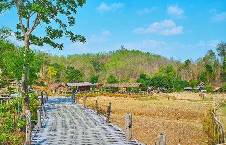 The old rickety Boon Ko Ku So bamboo bridge is perfect place to visit from Pai and explore local nature and farmlands, Thailand Zdjęcie Seryjne - 130155117
