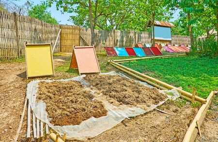 The drying panels with colorful paper and paper fiber of elephant poop in Poopoopaper park, Chiang Mai, Thailand Stockfoto