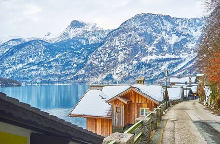 Enjoy the lakeside view, walking old town street, located on Salzberg mountain slope and observing snowbound roofs of houses, Hallstatter see and Dachstein Alps, Halltatt, Salzkammergut, Austria