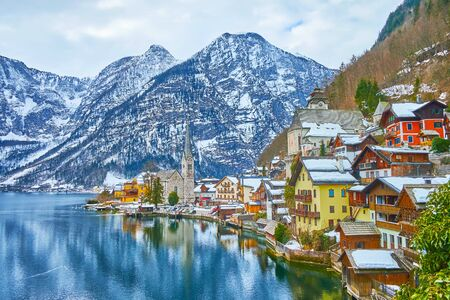 Hallstatt is the old town located on the bank of Hallstatter see (lake) at the foot of Salzberg Mount and surrounded by Dachstein Alps, Salzkammergut, Austria. 写真素材 - 130157789