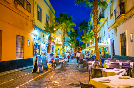 CADIZ, SPAIN - SEPTEMBER 19, 2019: Calle Virgen de la Palma is the best place to taste the days catch in one of numerous seafood restaurants in the open air, on September 19 in Cadiz 報道画像