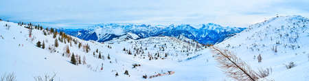 Panorama of gentle hills and large valley, covered with snow and spruce trees on Feuerkogel Mountain plateau, Ebensee, Salzkammergut, Austria Imagens - 151356998