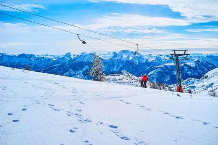 The scenic winter Alpine landscape with button ski lift and beautiful snowy lawn on the foreground, Feuerkogel Mountain, Ebensee, Salzkammergut, Austria Zdjęcie Seryjne